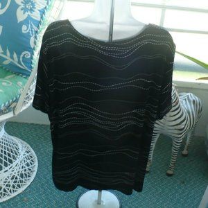 Janana's Tops - ❤️Janana's Top Black & White Stretchy Tunic 1X